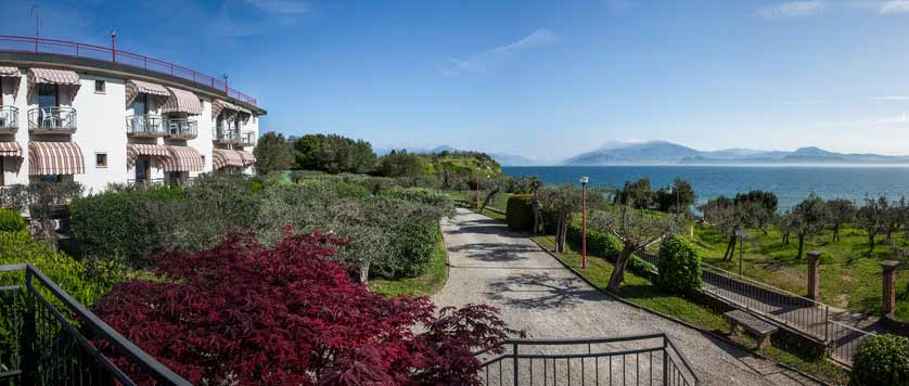 Hotel Mon Repos, Sirmione, Lake Garda, Italy - exterior.jpg